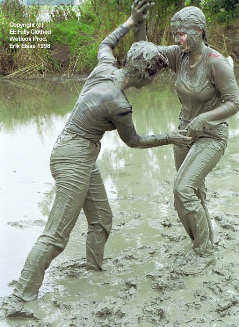 how to get a white muddy tshirt clean